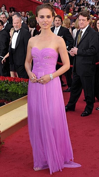 Натали Портман в платье Rodarte, украшениях от Kwiat.